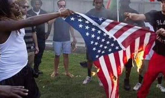 Жители Гаити попросили помощи у России и сожгли флаг США