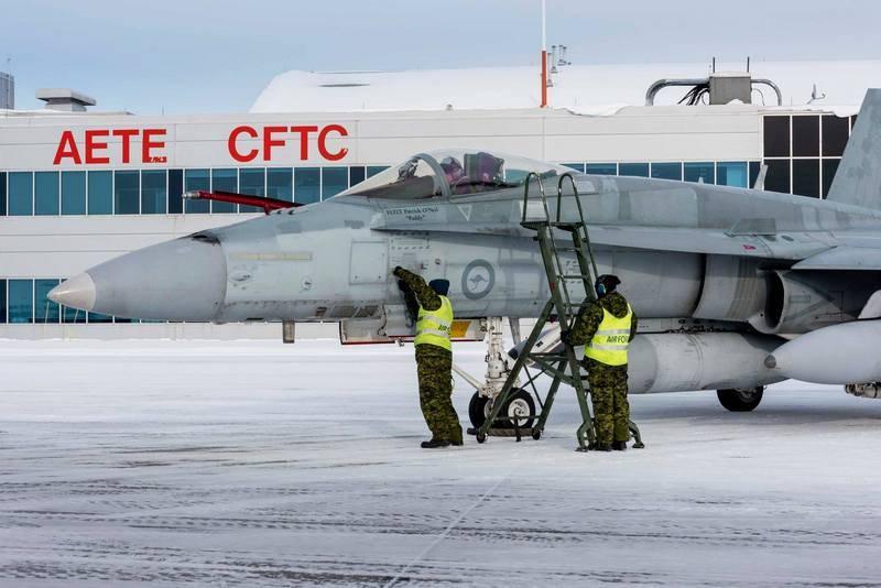कनाडाई वायु सेना को ऑस्ट्रेलियाई F / A-18A हॉर्नेट का डिकमीशन प्राप्त होना शुरू होता है