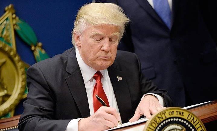 Il Presidente degli Stati Uniti firma un memorandum sulle forze spaziali