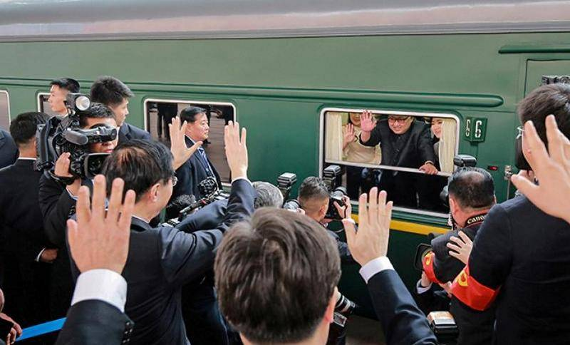 Kim Jong-UN went to meet with trump in Hanoi on his personal train