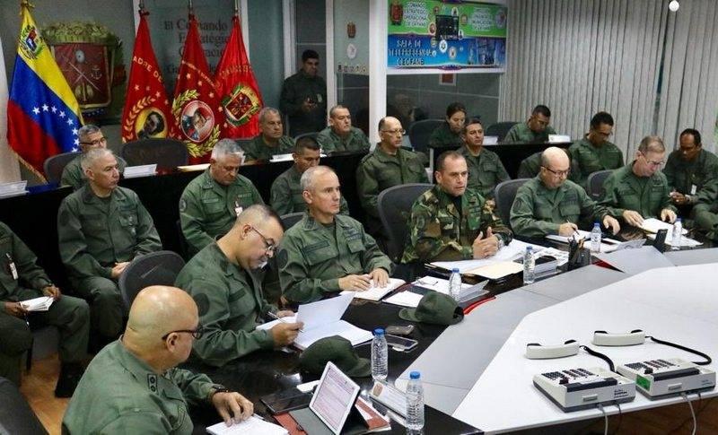 Il Venezuela ha schierato forze armate al confine con la Colombia