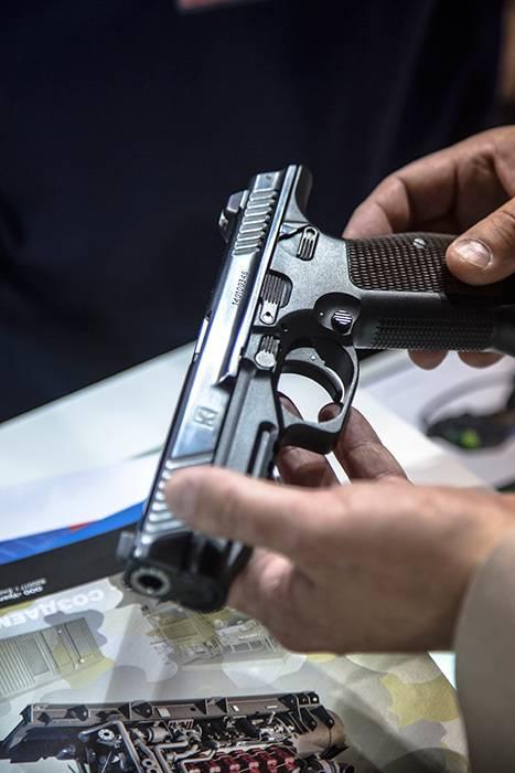 """Концерн """"Калашников"""" создал спортивную версию пистолета ПЛ-15"""