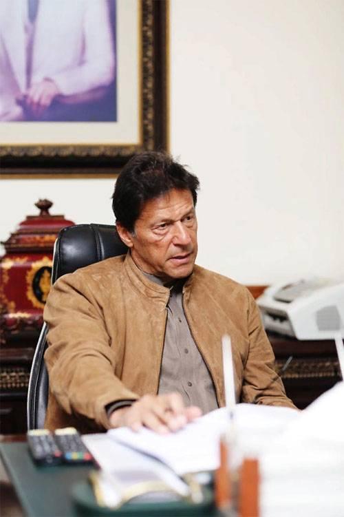 """Paquistão deixa piloto indiano ir - Índia reivindica """"vitória colossal"""""""
