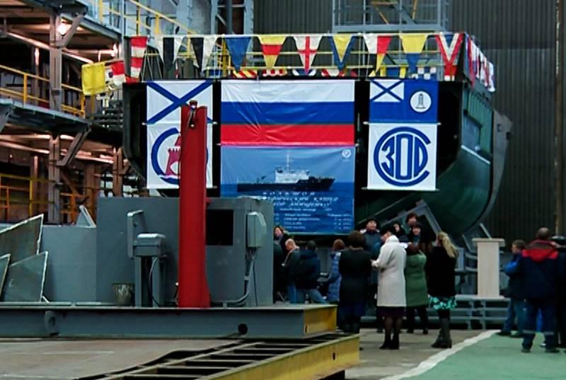 Em Blagoveshchensk, instalou um grande barco hidrográfico para a Pacific Fleet