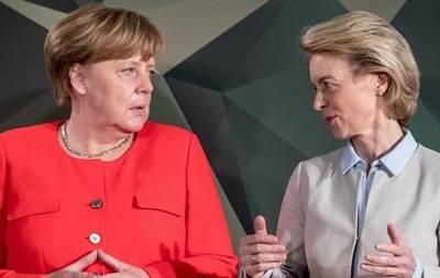 मर्केल नहीं चाहतीं कि जर्मन नाविक उनके घुटनों पर बैठकर रोएं