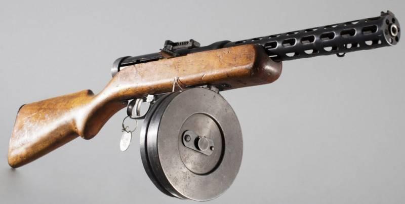 सबमशीन बंदूक: कल, आज, कल। 7 का हिस्सा। शापागिन के खिलाफ थूक