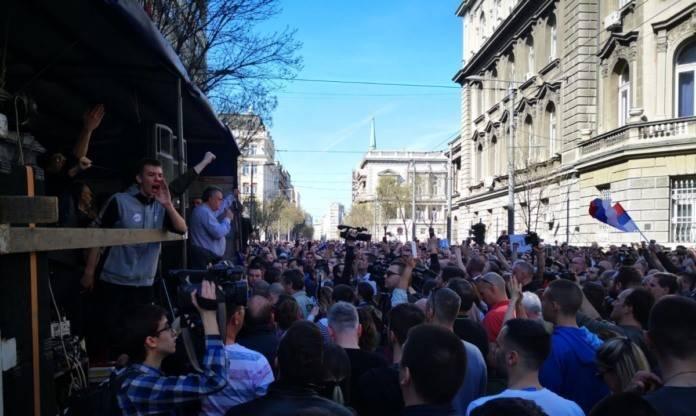 Протестующие в Белграде прорвались к президентскому дворцу