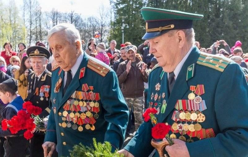 """Латвийским ветеранам запретят носить форму """"тоталитарных режимов"""""""