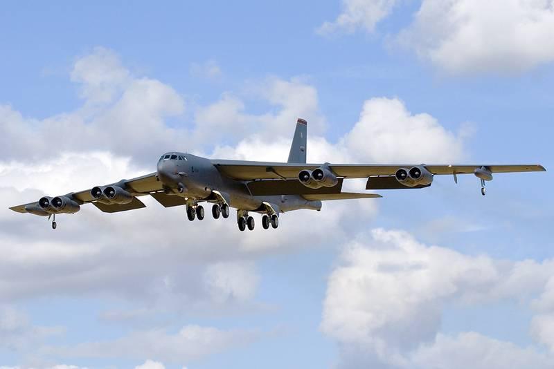 रणनीतिकार बी-एक्सएनयूएमएक्सएचएच संयुक्त राज्य वायु सेना ने कलिनिनग्राद क्षेत्र की सीमाओं पर फिर से पाया