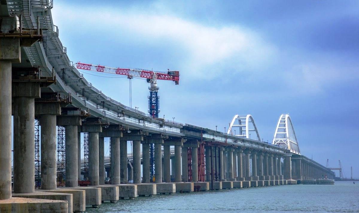 Соединены все пролеты железнодорожной части Крымского моста