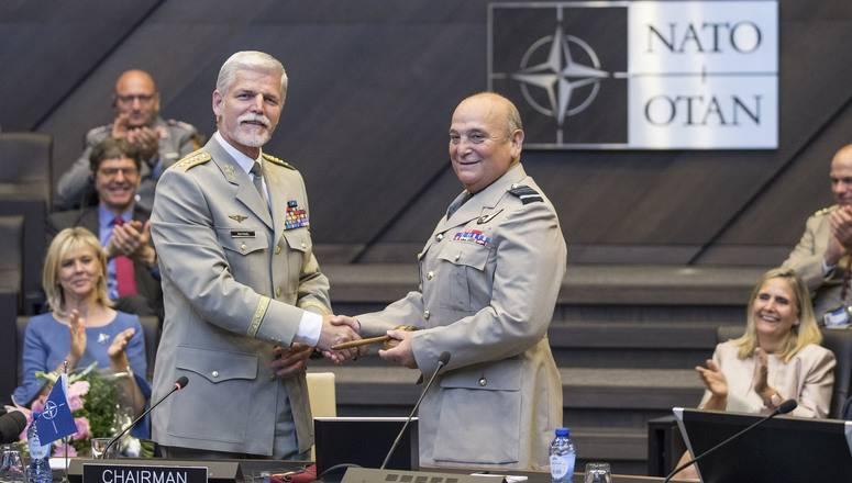 NATO関係者は、同盟はロシア連邦と競争し、10億人を保護