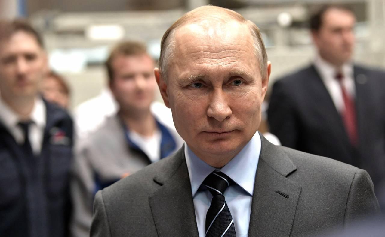 9fb56b19a1a6 В. Путин. В ходе посещения научно-производственного объединения  «Энергомаш». 12 апреля 2019 года. «