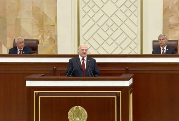 Лукашенко заявил, что Белоруссия с Россией будет вместе в окопах