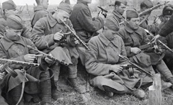 सोवियत पनडुब्बी बंदूकों की तुलना - पीपीएसएच के खिलाफ पीपीएस