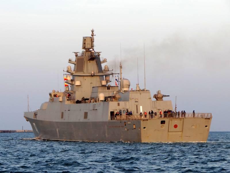 Фрегаты и БДК вместо авианосцев и атомных эсминцев