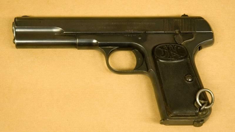 Попаданцу в копилку: первый российский самозарядный пистолет.