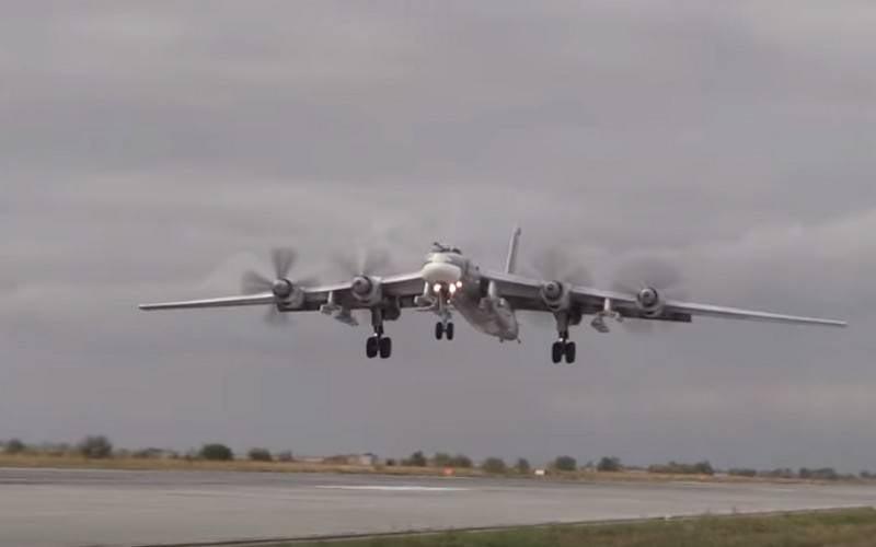 """俄罗斯""""熊""""图-95MS飞离阿拉斯加海岸"""