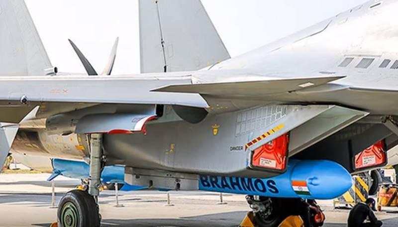 ВВС Индии впервые поразили ракетой BRAHMOS-A наземную цель