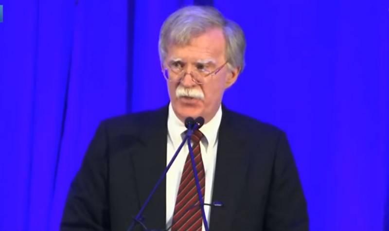 Болтон заявил о намерении США противостоять России в Арктике