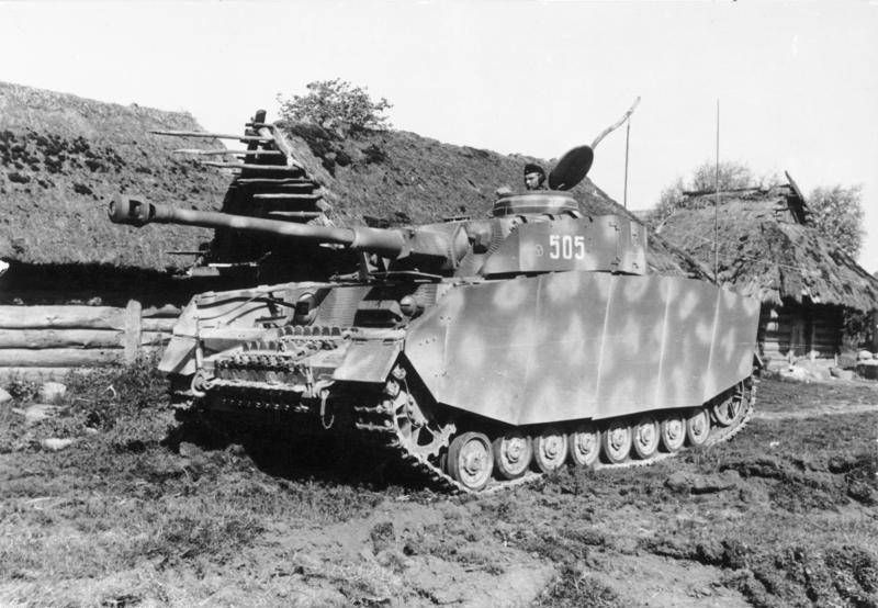 """Top """"thirty"""" with 76.2-mm gun, or the T-34 model 1943 against the T-IVH"""