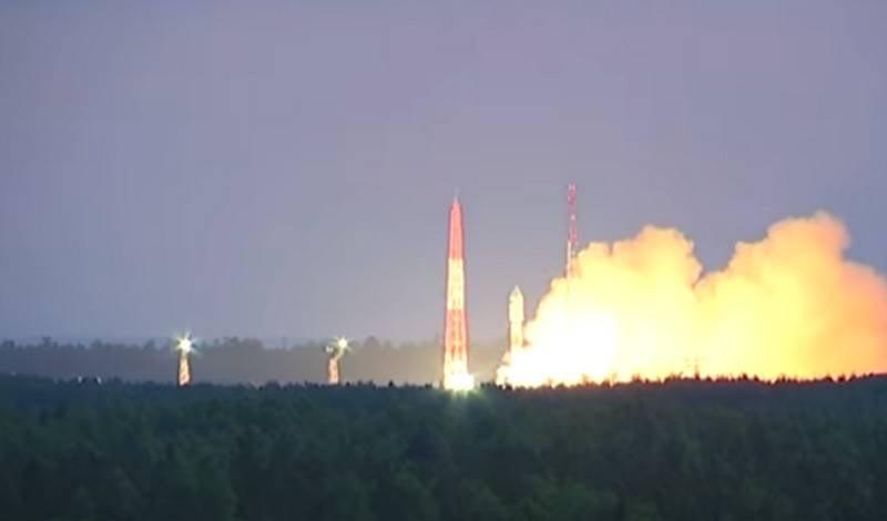 """Ракета-носитель """"Союз-2.1б"""" успешно вывела в космос спутник """"Глонасс-М"""""""