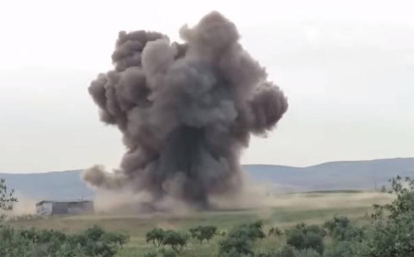 ВВС Сирии бомбят позиции боевиков в районе военной базы в провинции Алеппо