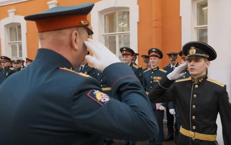 """Минобороны и МВД отвергли введение обращения """"господин"""" вместо """"товарищ"""""""