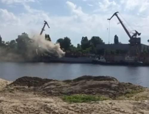 На украинской судоверфи горит разведывательный корабль