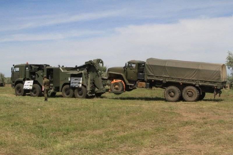 Под Волгоградом показали новейший военный тягач КЭТ-Л1