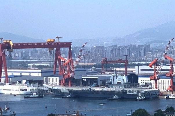 Авианосец ВМС Китая после 6-дневных морских испытаний вернулся к причалу верфи