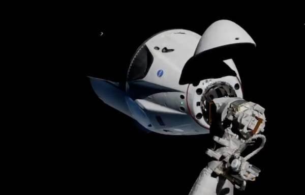 Экипаж пилотируемого корабля SpaceX готовился к полету в России