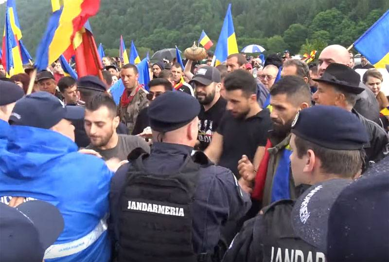 the cause of the clashes between Romanians and Hungarians on the territory of the military cemetery