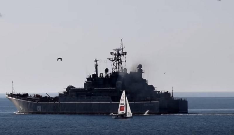 Сразу два российских БДК отправились в Средиземное море