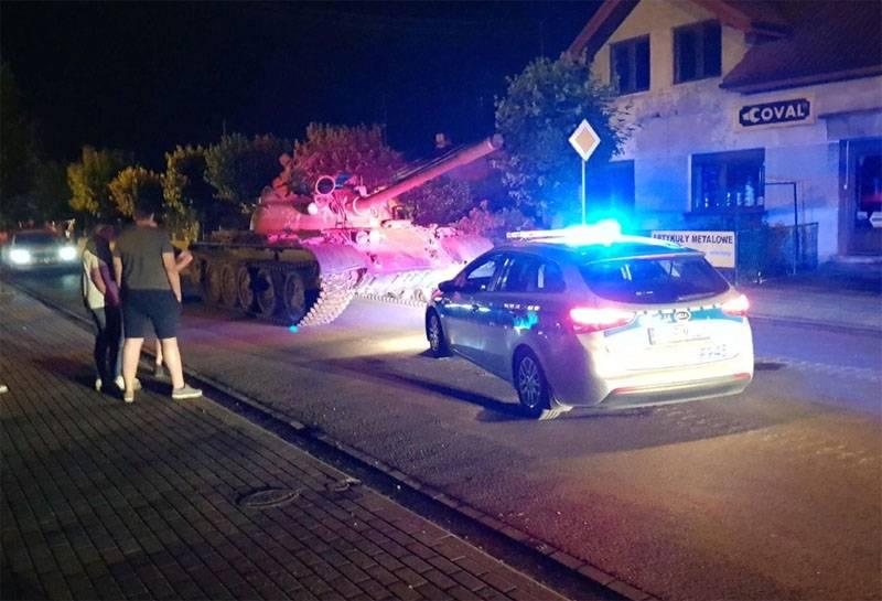 Жители польского города вызвали полицию при виде танка Т-55 на улицах