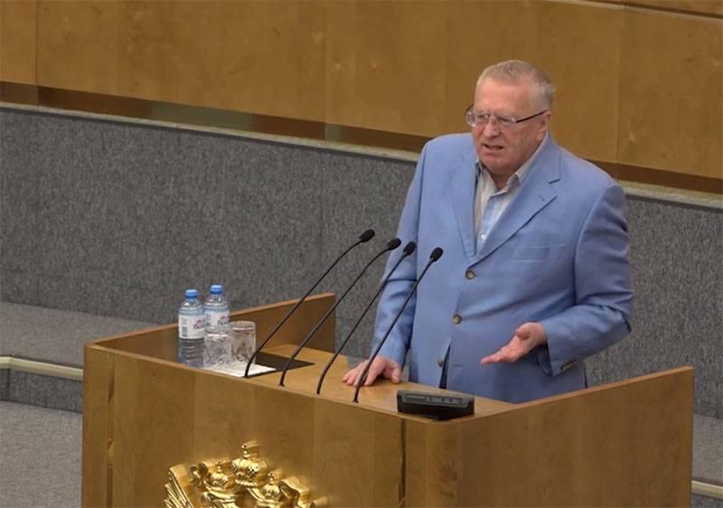 Zhirinovsky:1917年以来のロシアの人々のモックの上