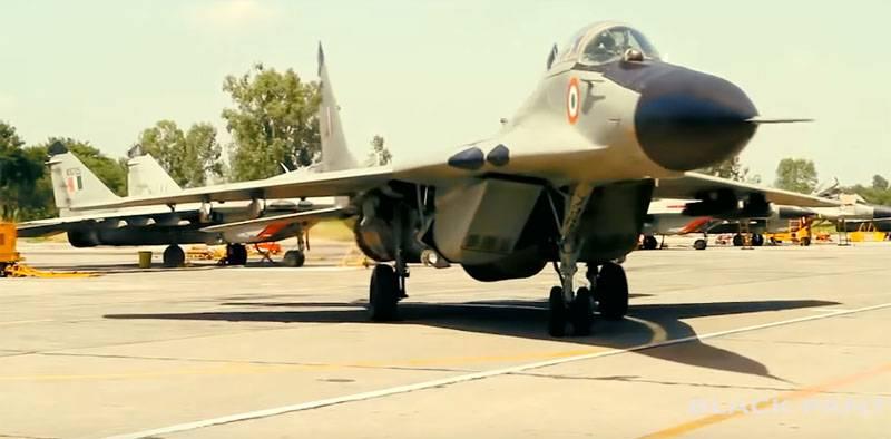 Índia pretende comprar 700 aeronaves R-73 e R-77 da Rússia