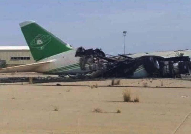 """Поражённый Ан-124 """"Руслан"""" в аэропорту Триполи выгорел практически полностью"""