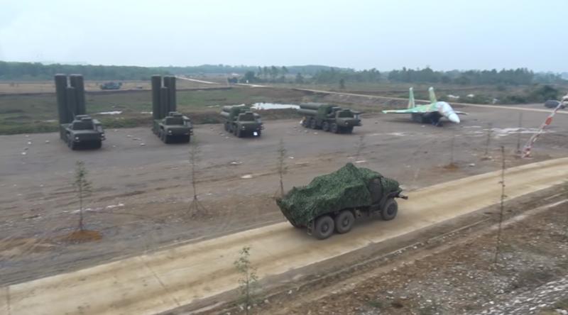 Вьетнам представил надувные макеты оружейных систем