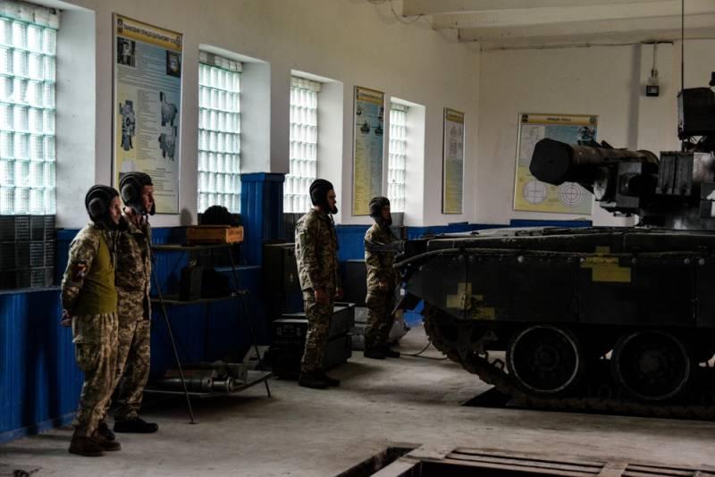 ВС Украины активно готовят курсантов-танкистов
