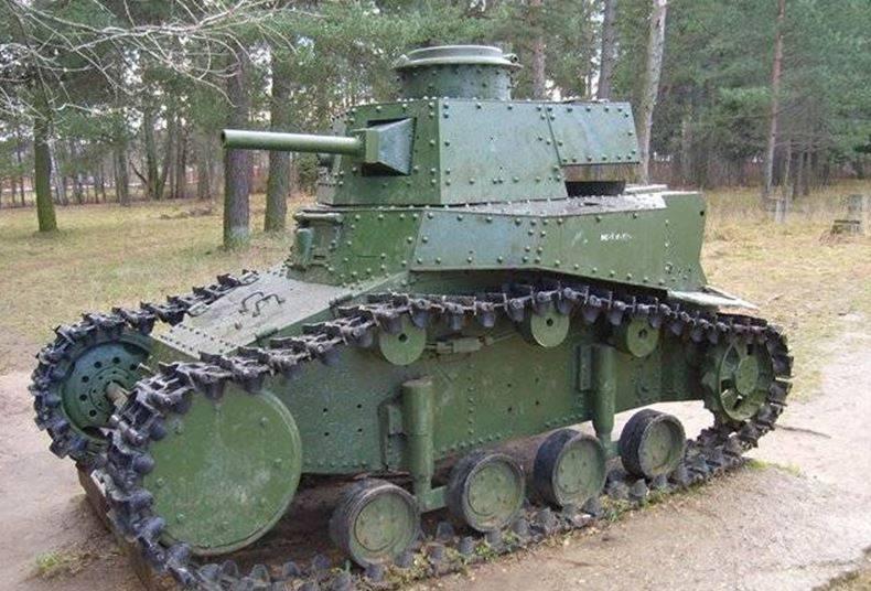 Savaşlar arası dönemde SSCB'nin ilk hafif ve yüzen tankları