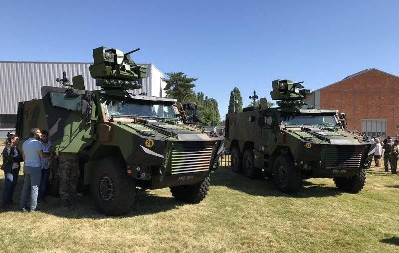 """Французская армия приняла на вооружение новый БТР VBMR """"Грифон"""""""