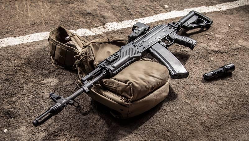 """पार्टी ने AK-74M """"बॉडी किट"""" का आधुनिकीकरण किया जो केंद्रीय सैन्य जिले के साथ सेवा में प्रवेश किया"""
