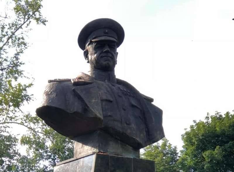 В Харькове восстановили бюст маршала Жукова снесённый националистами