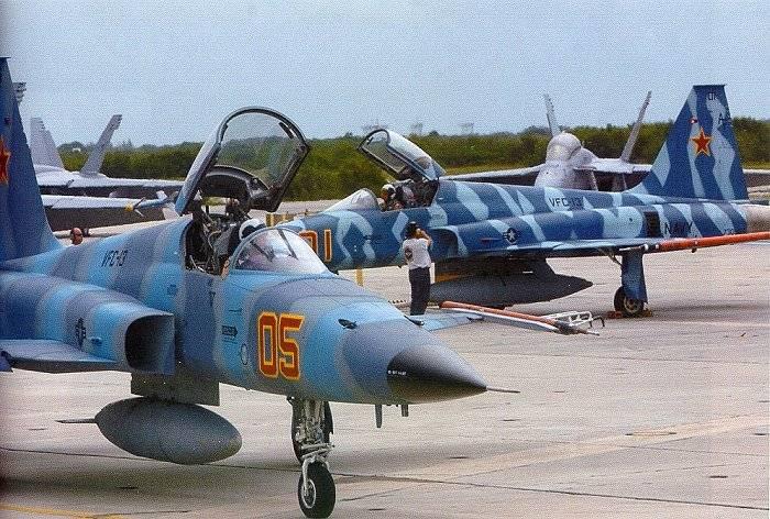 वायु सेना और अमेरिकी नौसेना के पायलटों के युद्ध प्रशिक्षण की विशेषताएं। अमेरिकी पायलट किसके साथ लड़ने की तैयारी कर रहे हैं?