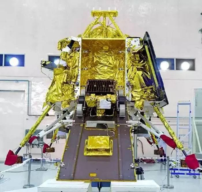 Индия запустила на Луну ракету с орбитальной станцией и луноходом