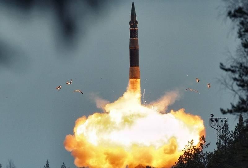 Forças de mísseis estratégicos realizaram um lançamento bem sucedido de Topol ICBMs