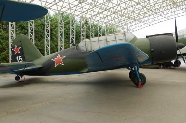 ロシアの航空産業の誇り スホーイ -  80年
