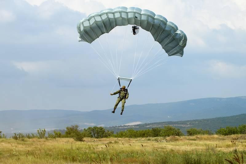 """Новая парашютная система Д-14 """"Шелест"""" для ВДВ выходит на этап испытаний"""