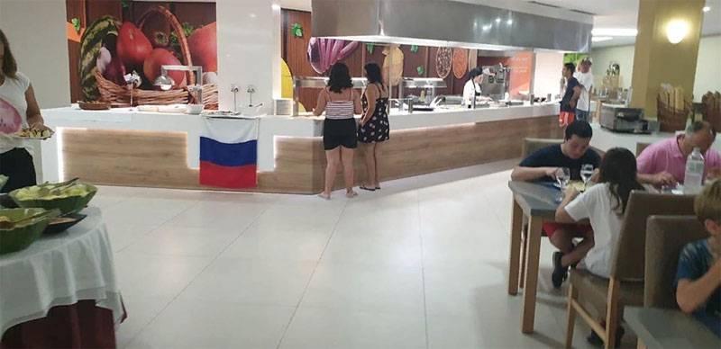 Испанский отель не стал снимать флаг России в ответ на требования украинских туристов