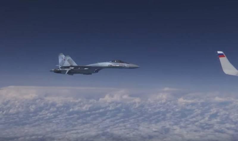 Su-27 ने F-18 को रूस के रक्षा मंत्री के विमान के पास जाने से रोका